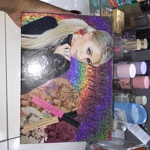 NWOT Paris Hilton Mordern Radiant Kit